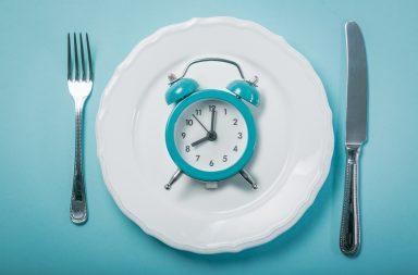 الصيام المتقطع: فوائده وآثاره الجانبية - أحدث صيحات عالم الصحة واللياقة البدنية - وسيلة لفقدان الوزن وتحسين الصحة وتبسيط نمط الحياة