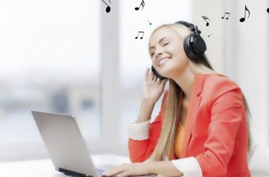 الموسيقى والإنتاجية: خمس أفكار لتحسين الأداء بالموسيقى - الاستماع إلى الموسيقى على زيادة التركيز وتحسين الكفاءة وتعزيز الأداء في العمل