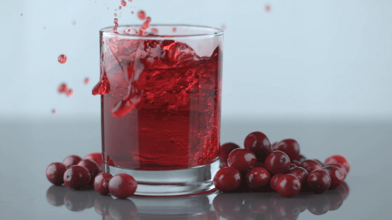 ما هي الفوائد الصحية لعصير التوت البري؟