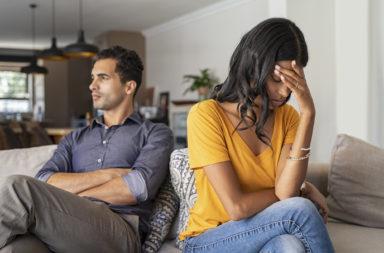 هل تشعر بأنك عالق في علاقة ولا تستطيع الخروج منها؟ إليك ما يجب فعله - الخوف من الشعور بالوحدة والعزلة بعد الانفصال - الاستمرار في العلاقة رغم المشاكل