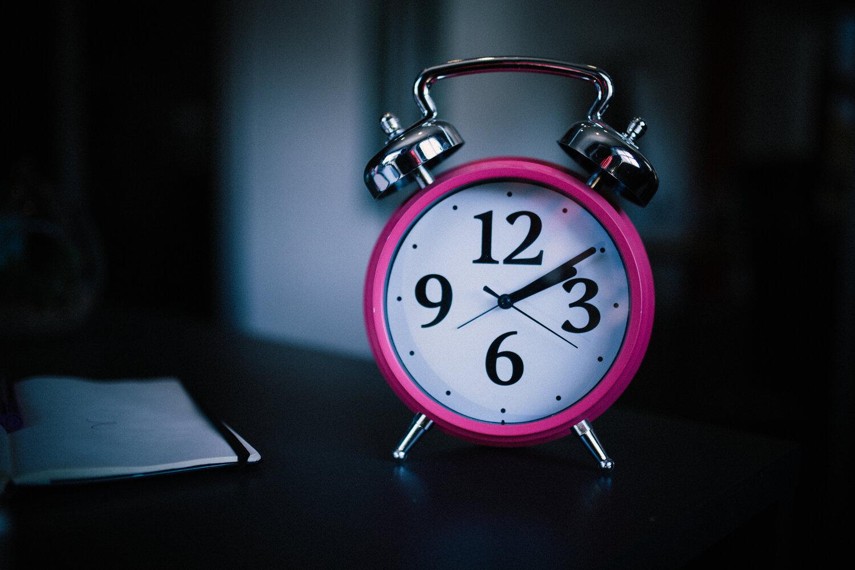 هل للحرمان من النوم الكافي تأثير في السعادة - ما تأثير قلة النوم على أدائنا اليومي - فرط التأثر بالبرد والأمراض المزمنة - الحرمان من النوم