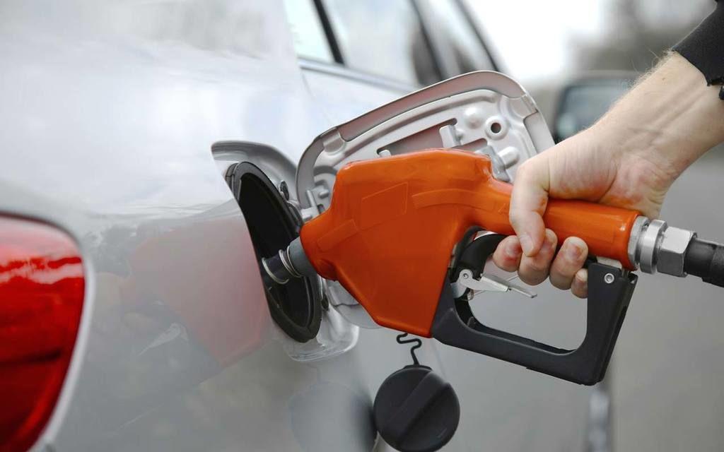 عشر نصائح لتوفير استهلاك الوقود أثناء قيادة السيارة