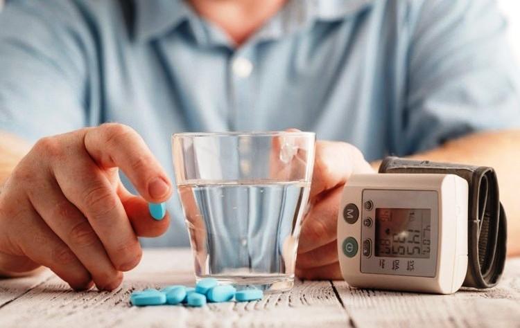 دواء هيدروكلورتيازيد: الجرعات والآثار الجانبية والتحذيرات
