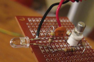 تمكن الفيزيائيون من توصيل الكهرباء بسرعة تقترب من سرعة الضوء! - نقل الإلكترونات في غضون زمن أقل من رتبة فيمتوثانية - دارات البلازما المتكاملة