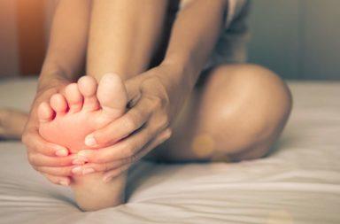 ماذا يحدث في أثناء خدر (تنميل) القدم؟ - ما سبب الشعور بوخز في كامل القدم؟ لما نشعر بالتنميل في القدم عند الجلوس لفترة طويلة؟