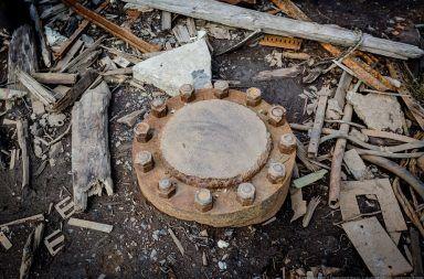 أهلا بكم في أعمق حفرة على كوكب الأرض أعمق من خندق ماريانا في الحيط فتحة عميقة في غرب روسيا أعمق حفرة حفرها الإنسان على الأرض