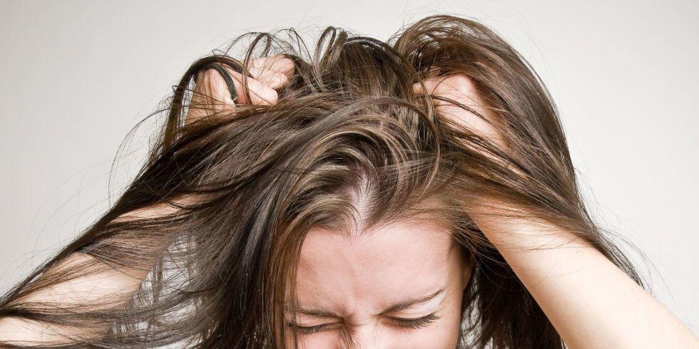 أسباب تساقط الشعر وسبل علاجه
