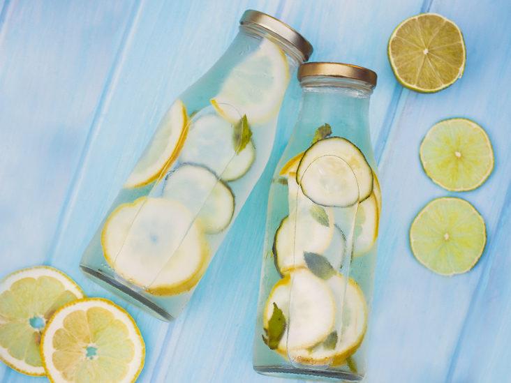 حقيقة شرب الماء والليمون لطرد السموم