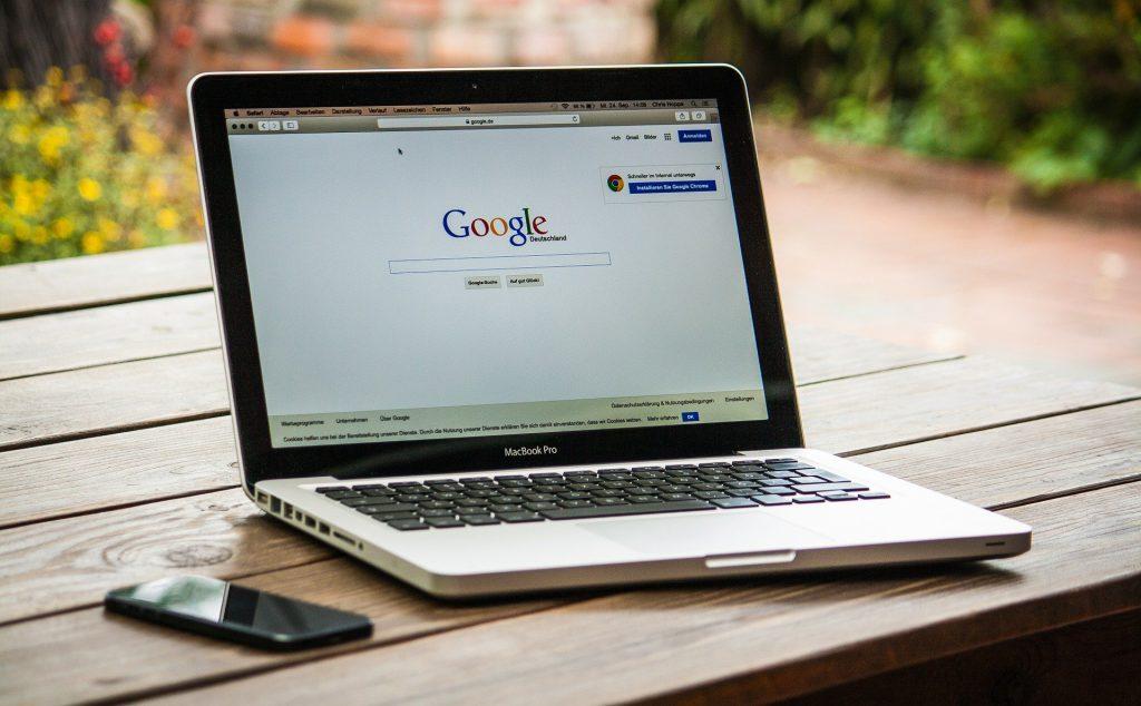 كيف تربح شركات الإنترنت من خدماتها المجانية؟ - ما هي الطرق التي تتبعها شركات التجارة الإلكترونية من أجل تحقيق الإيرادات من خلال خدماتها المجانية