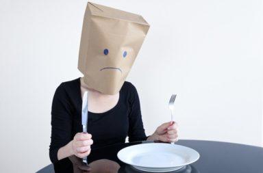 هل تعلم أن القلق قد يكون نتيجة بعض الأطعمة التي نتناولها؟ مجموعة من الأطعمة التي تزيد من الشعور باضطراب القلق أو التوتر المزمن - أطعمة تزيد القلق