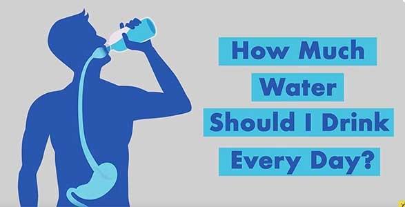 كم لترًا من الماء يجب أن أشرب يوميًا؟