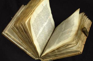 الذكاء الاصطناعي يحل ألغاز النصوص القديمة - كيف تمكن الذكاء الصناعي من حل ألغاز المخطوطات الأدبية والتاريخية التي يعود تاريخها إلى القرن الثامن؟