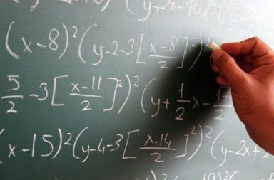 هل الرياضيات حقيقية سؤال أذكى مما تتوقع - الرياضيات لغة كونية تستخدم لوصف العالم من حولنا - التعبير عن العالم من حولنا باستخدام معادلات
