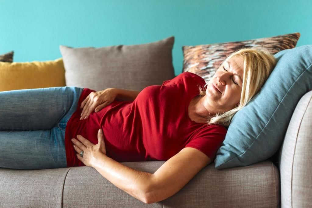 ما الذي يمكن أن يسبّب التشنّجات بعد انقطاع الطمث؟