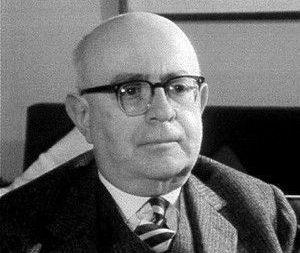 الفيلسوف الألماني ماكس هوركهايمر - النظرية النقدية - دمج الفلسفة السياسية القائمة على الماركسية بالتحليل الاجتماعي والثقافي القائم على البحث التجريبي