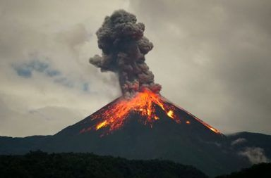 البركان الثوران البركاني الحمم البركانية القشرة الأرضية