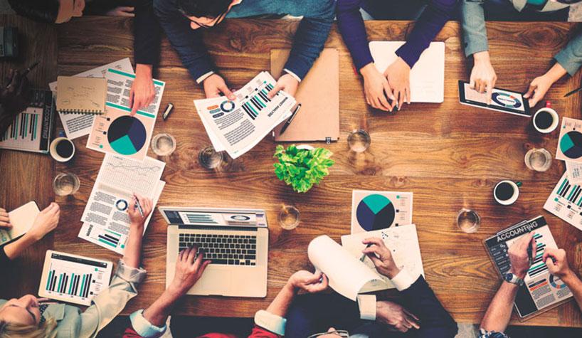 الشركات الصغيرة والمتوسطة - شركات تحافظ على مستوى عائداتها أو أصولها أو عدد موظفيها ضمن حدود معينة - الشركات النامية - الاقتصادات الناشئة المتقدمة