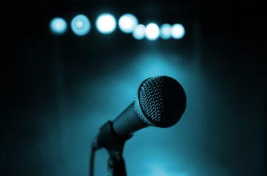 عشر فوائد يعود بها الغناء على صحتك - الطريقة التي يؤثر بها الغناء في صحتك الجسدية والنفسية، وكيفية استخدام الغناء ليكون أسلوبًا علاجيًا