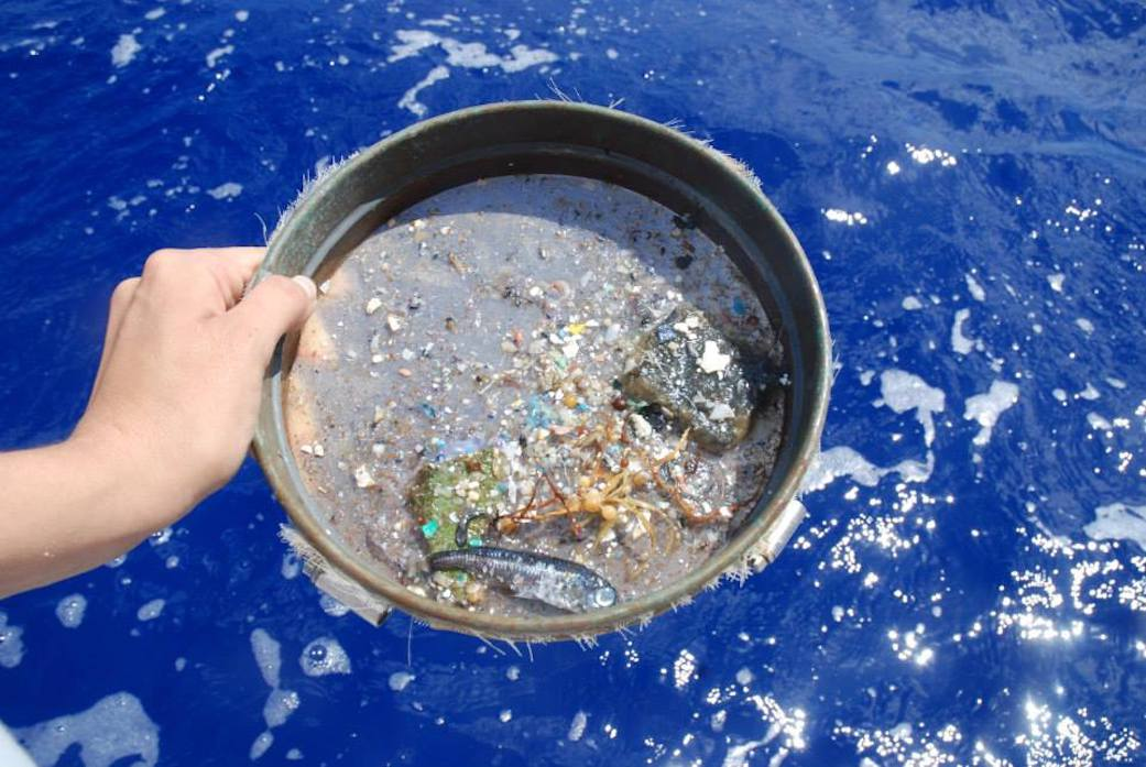 دراسة بالأقمار الصناعية تغير كيفية تتبع جسيمات البلاستيك