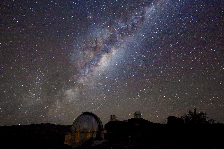 ما هي الفيزياء الكونية (الفلكية) ؟