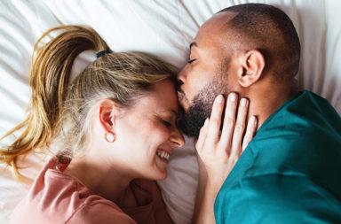 هل الزواج شرط أساسي لتحقيق السعادة - هل المتزوجون هم الأكثر سعادة - الزواج المفتاح للسعادة وطول العمر - تأثير الحب والزواج على سعادة الإنسان