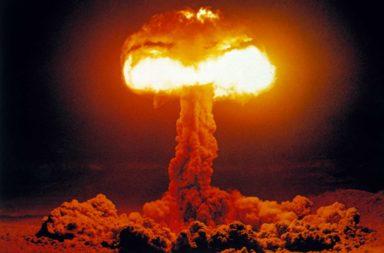 لماذا تنفجر القنبل النووية مشكلة ما يسمى سحابة عيش الغراب بدلًا من كرة النار المتوسعة؟ شكل الإنفجار الذي تتخذه القنابل النووية