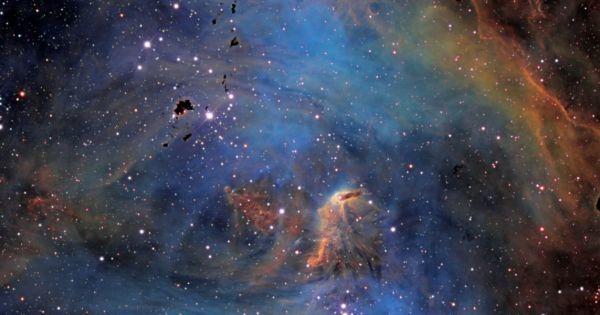 إذا كان الكون يتوسع، هل يعني ذلك أن الذرات تصبح أكبر؟ وهل تتوسع المنظومة الشمسية أيضًا؟