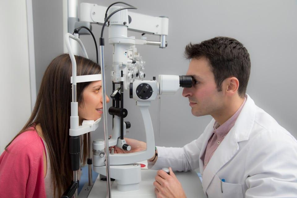 فحص بسيط للعين قد يكشف مرض باركنسون باكرا قبل ظهور أعراضه!