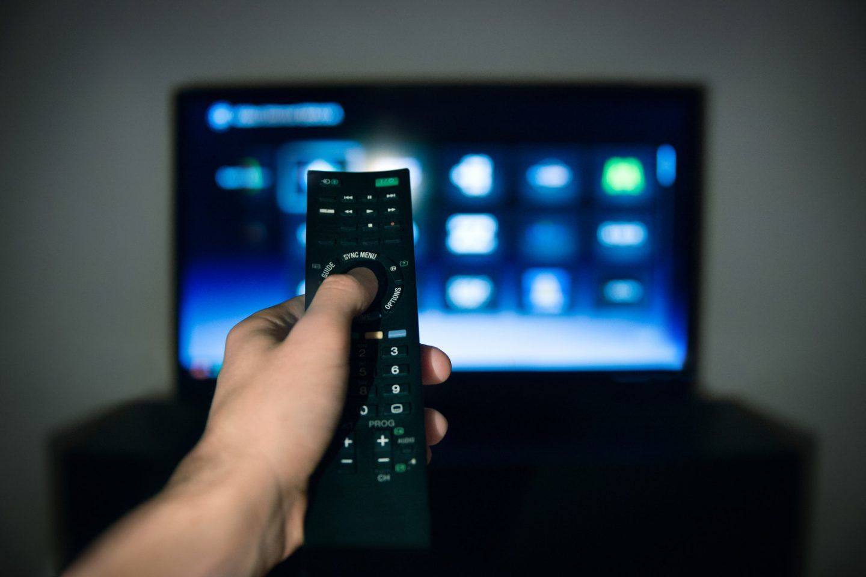 هل تتحكم رسائل الإعلام الخفية بنا؟