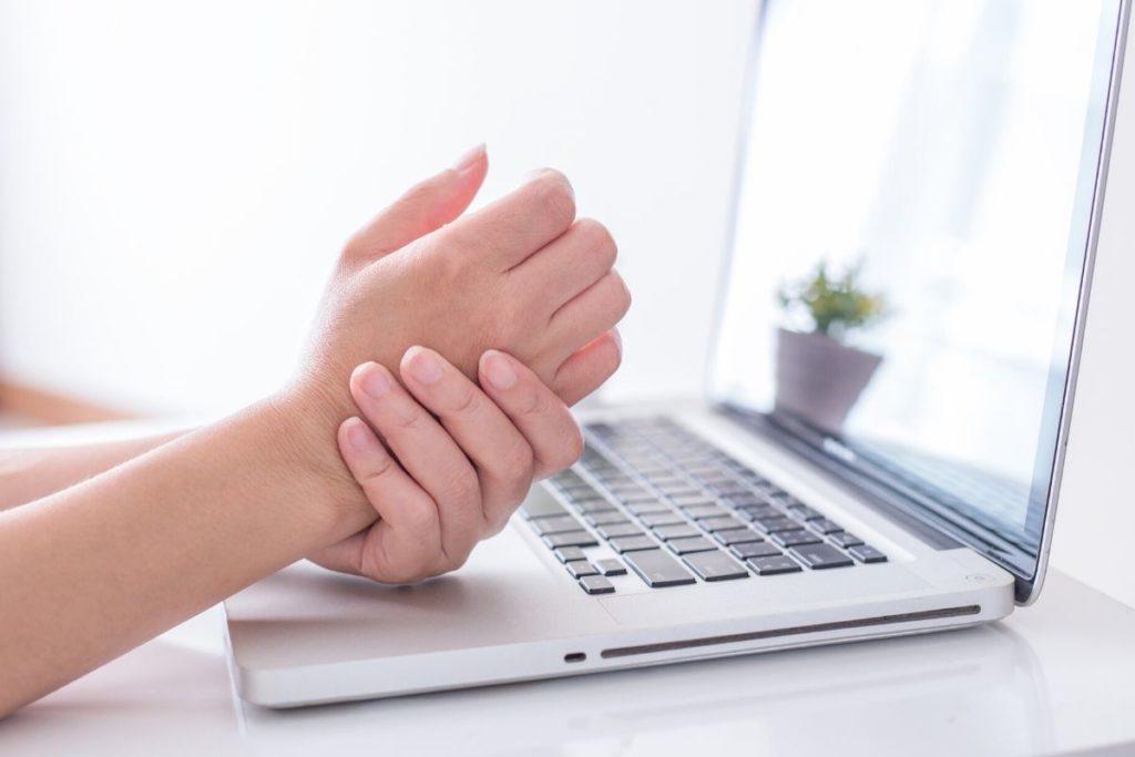إصابات فرط استخدام التكنولوجيا