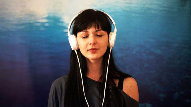 لماذا يحيي الاستماع إلى الموسيقى ذكرياتنا؟