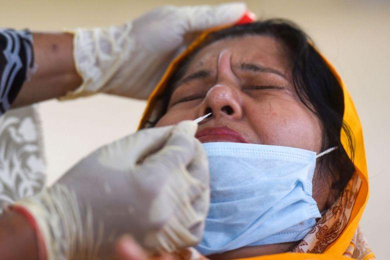 بسبب حالة نادرة جدًا، تسرب السائل الدماغي الشوكي لامرأة بسبب مسحة أنفية للكشف عن فيروس كورونا!