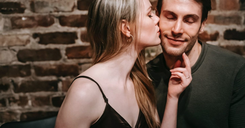 هل يحظى المتمتعون بالكاريزما بعلاقة جنسية أفضل؟