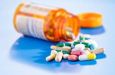 هل تنتهي صلاحية الفيتامينات وهل يُعد تناولها آمنًا - ما هي أضرار تناول الفيتامينات منتهية الصلاحية - فعالية الفيتامينات بعد انتهاء صلاحيتها