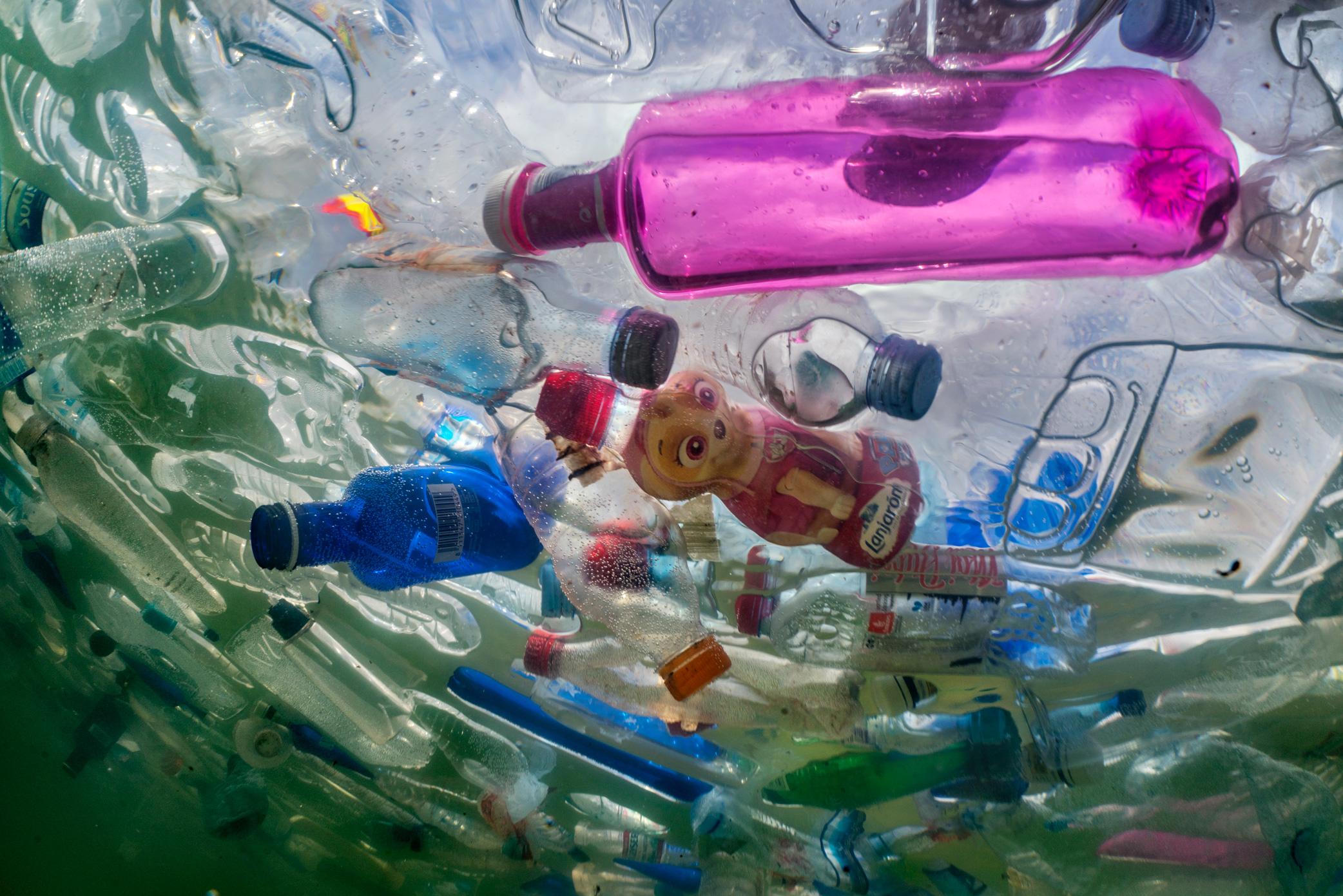 الحرب ضد المواد البلاستيكية تشتت انتباهنا عن تلوث غير مرئي - الخوف من احتمالية تجاهل الوضع البيئي بسبب الإجراءات سهلة التنفيذ ضد التلوث بالمواد البلاستيكية