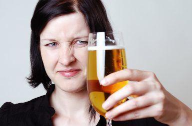 ما سبب طعم البيرة المر ولماذا يكره البعض طعم البيرة