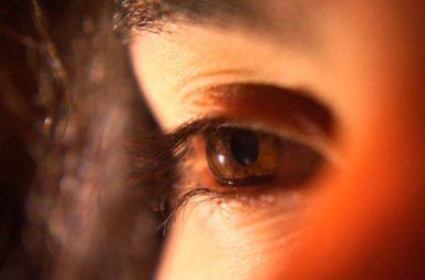 التحديق في ضوء أحمر عميق يحسن ضعف النظر - علاجات العين المنزلية ميسورة التكلفة - حساسية الشبكية - حساسية العصيات - حساسية المخاريط