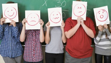ما سبب انتشار الأفكار الانتحارية بين الأطفال - 1 من كل 10 أطفال فكر في الانتحار قبل سن المراهقة - الأطفال الذين يعانون نوعًا من الاضطرابات النفسية