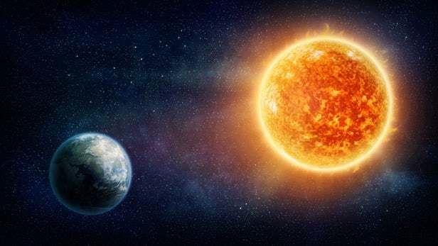 ما هو الشكل المستقبلي لمدار الأرض حول الشمس ؟