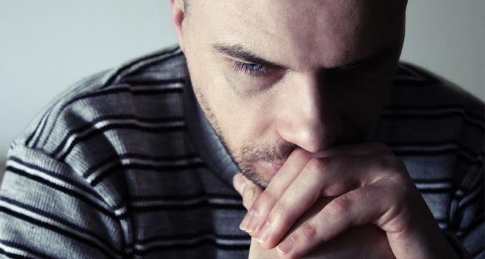 كشفت دراسة جديدة عن فئة من الكلمات التي يمكنها المساعدة على التنبؤ بدقة حول معرفة الشخص يعاني الاكتئاب أم لا؟ أعراض الاكتئاب