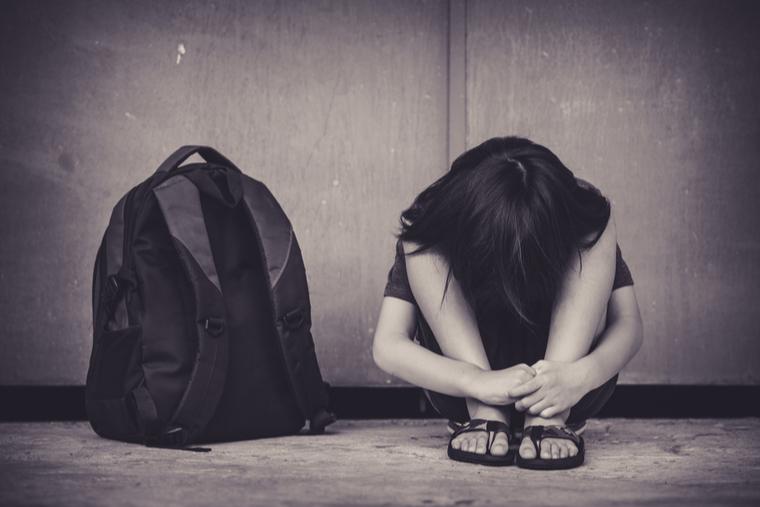 ما سبب انتشار الأفكار الانتحارية بين الأطفال؟