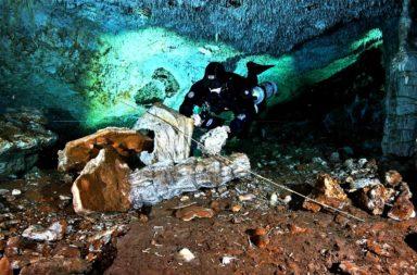 العثور على منجم تعدين من العصر الجليدي متجمد في الزمن في كهف تحت الماء في المكسيك - عمال المناجم من السكان الأصليين - نهاية العصر الجليدي الأخير