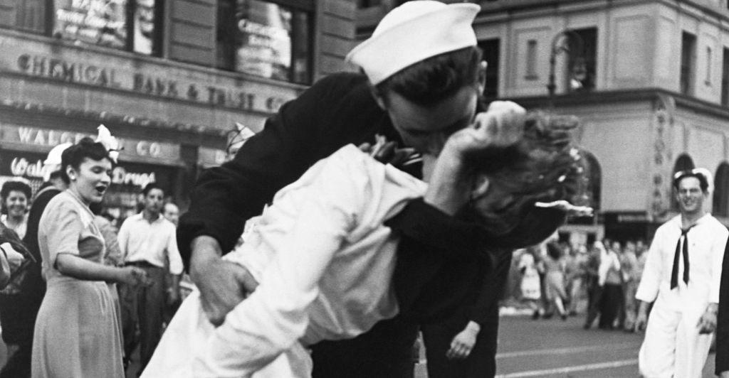 لماذا نحب التقبيل ؟!
