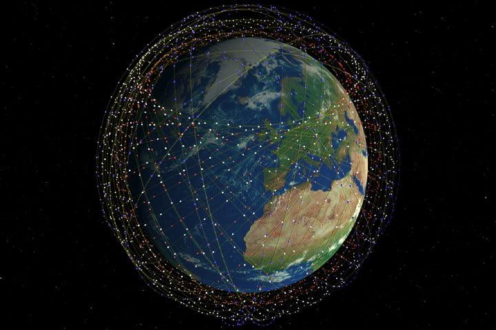 لماذا لا نرى أي أقمار صناعیة في الصورة التي نلتقطها للأرض؟