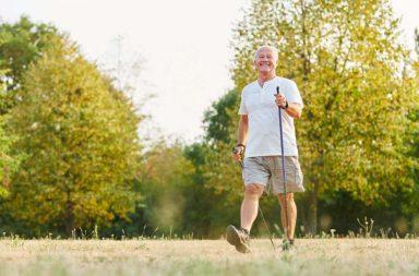 لماذا نقصر كلما تقدمنا بالعمر - تراجع حاستي البصر والسمع والذاكرة من علامات التقدم بالسن - قصر القامة مع التقدم بالسن - هشاشة العظام