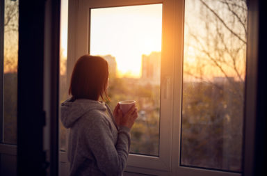 هل نستطيع علاج الشعور بالوحدة - مجموعة من الاضطرابات الناتجة عن نمط الحياة العصرية ومشكلاتها - للمشكلات والآلام الاجتماعية مثل الاكتئاب أو القلق