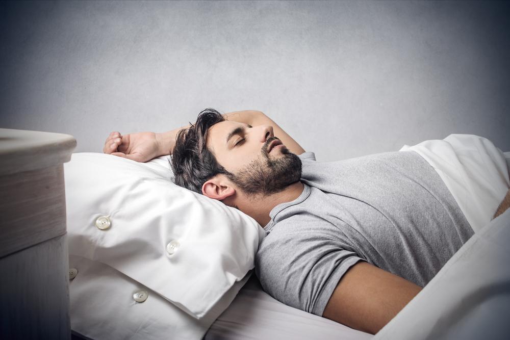 وضعية النوم الافضل: على الظهر أم على الجانب أم على البطن؟