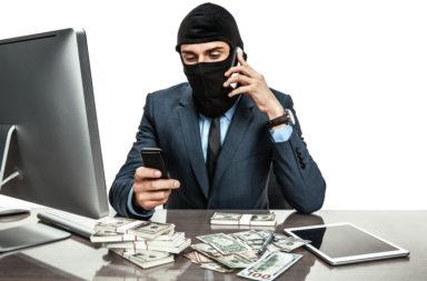 الابتزاز - استخدام قوة التهديد أو العنف أو التخويف لجني المال أو الممتلكات من فرد أو مؤسسة - تهديد الشخص الضحية، أو ممتلكاته أو أسرته أو أصدقائه