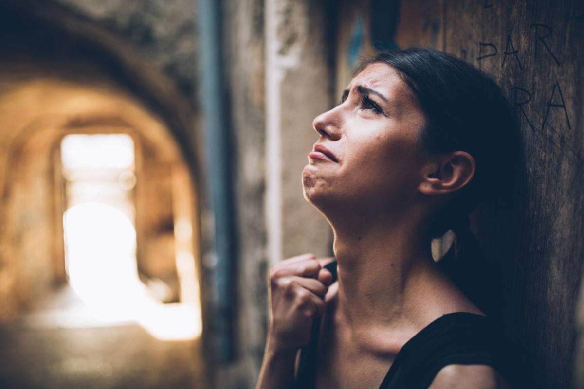 دموع الألم ودموع الفرح، هل البُكاء أمر صحي - لماذا نبكي - البكاء هو أخد طرق التعبير عن المشاعر - ذرف الدموع على الجزن أو الفرح