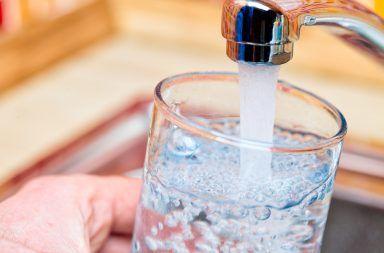 منظمة الصحة العالمية تجهل خطورة جسيمات البلاستيك في المياه من عدمها التلوث البلاستيكي تلوث المياه بالبلاستيك جسيمات البلاستيك في مياه الشرب